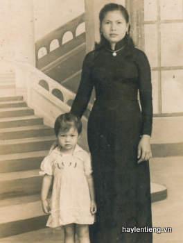 Ảnh Chu Thị Kim Chi chụp cùng mẹ lúc nhỏ