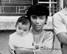 Bà Hồng bế bé Vân